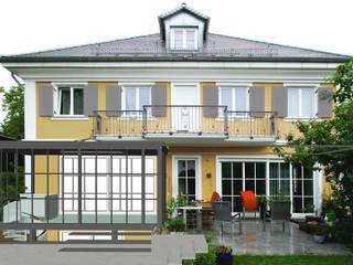 Perspektive vom Garten:  Wintergarten von Gross Unternehmensgestaltung Innenarchitektur