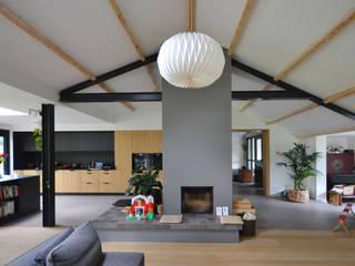 Verbouwing jaren 70 woning Moderne woonkamers van ARCHiD Modern
