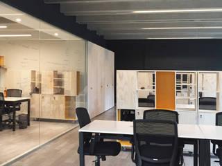 Oficinas y Tiendas de estilo  de 2712 / asociados, Minimalista