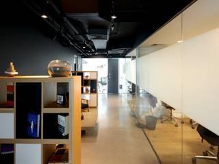 Oficinas y Tiendas de estilo  de 2712 / asociados, Escandinavo