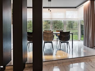 Modern dining room by Guy de Vos Modern