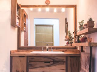 Modern Bathroom by Mon Estudio Modern