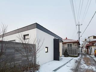 Houses by 단감 건축사사무소