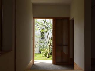 house S: Snowdesignofficeが手掛けた廊下 & 玄関です。