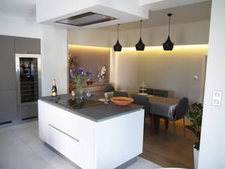 Cocinas de estilo  de BRUNO BINI, Moderno