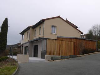 rénovation extérieure maison extension: Maisons de style  par BRUNO BINI