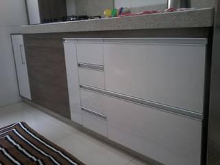 Cozinha Apartamento Bairro Bandeirantes:   por Marcenaria MSP,Moderno