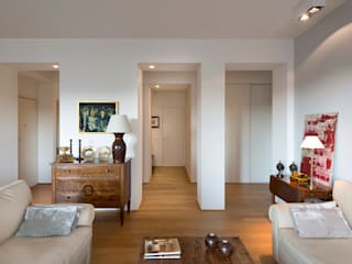 Casa parco Sempione: Soggiorno in stile  di Costa Zanibelli associati