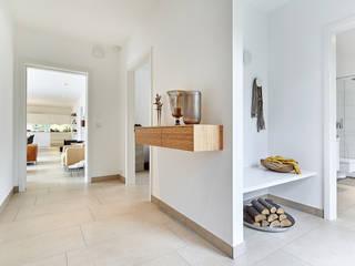 LUXHAUS Kundenhaus 01:  Flur & Diele von Lopez-Fotodesign