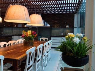 Salle à manger de style  par STUDIO AGUIAR E  DINIS