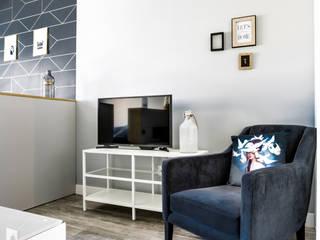 Rénovation de studio: Salon de style  par Vanessa Avel créatrice d'intérieurs