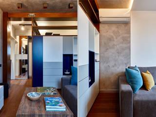 Малентькая квартира: Гостиная в . Автор – Архитектурная студия Александры Спицыной,