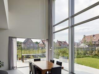 Salle à manger de style  par Lab32 architecten