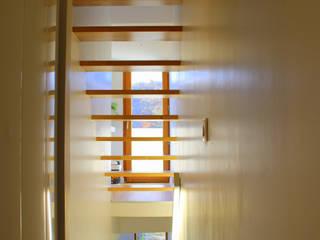 Villa LT: Escalier de style  par 3B Architecture