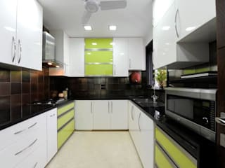 Mumbai Residence,:  Kitchen by DesignTechSolutions
