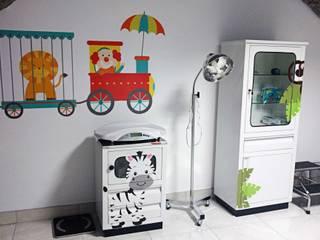 Consultorio MLa - Pediatría Estudios y despachos modernos de Estudio Chipotle Moderno