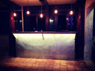 The laughing pig:  Bars & clubs by workroom