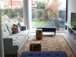 Sala de estar: Salas de estar ecléticas por Tangerinas e Pêssegos - Design de Interiores & Decoração no Porto