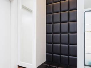 Dom w Markach: styl , w kategorii Korytarz, przedpokój zaprojektowany przez Modify- Architektura Wnętrz