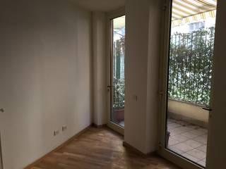 Ristrutturazione d'interni a Milano:  in stile  di CLM Arredamento