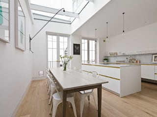 Midas Touch :  Kitchen by Kitchen Architecture