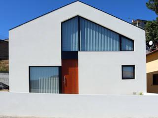 fachada principal:   por Hugo Pereira Arquitetos
