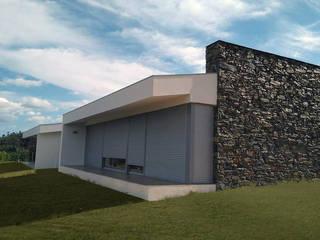 vista lateral:   por Hugo Pereira Arquitetos