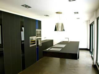 modern  by Jardineros de interior, Modern