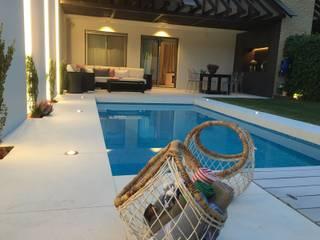 by Jardineros de interior Eclectic