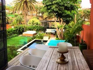 Pérgola hierro: Terrazas de estilo  de Jardineros de interior
