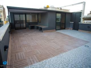 Grupo Inventia Balcones y terrazas de estilo moderno Azulejos Beige