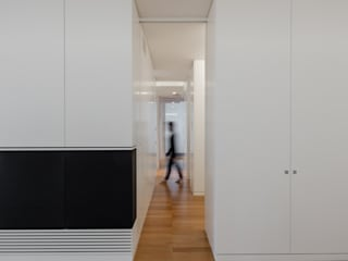 Modern Corridor, Hallway and Staircase by DomECO Modern