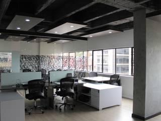Oficina Abierta: Estudios y despachos de estilo industrial por Bustos + Quintero arquitectos