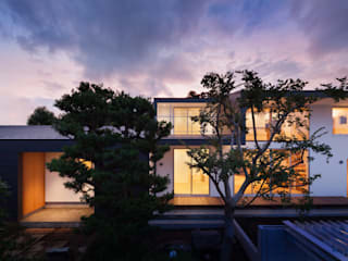 Casas modernas por 有限会社角倉剛建築設計事務所 Moderno