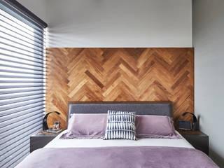 Sky Vue Scandinavian style bedroom by Eightytwo Pte Ltd Scandinavian