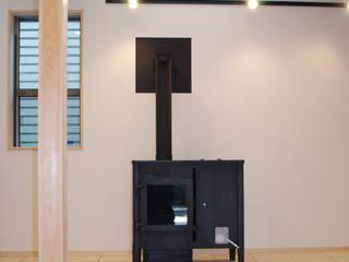 小豆沢の家: 奥村召司+空間設計社が手掛けた廊下 & 玄関です。