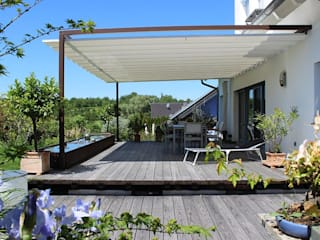 VELUSOL - Das Wettersegel: Sonnenschutz & Regenschutz - Maßgefertigte Überdachung einer Gartenterrasse Rustikaler Balkon, Veranda & Terrasse von Elmendorff - Design & Handwerk Rustikal