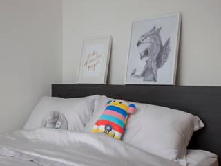 Scandinavian style bedroom by Eightytwo Scandinavian