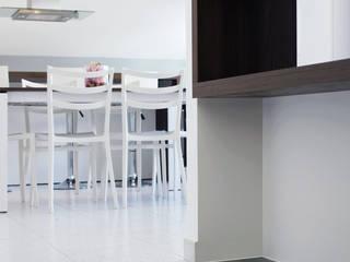 CASA ARES Ingresso, Corridoio & Scale in stile moderno di Studio Proarch Moderno