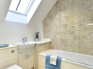 10 New Build Homes in Warminster Modern bathroom by D&N Construction Limited Modern