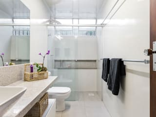 Modern bathroom by Kali Arquitetura Modern