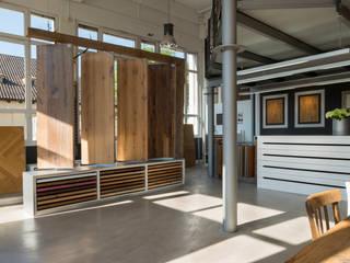 Unser Showroom in Rosenheim Moderne Geschäftsräume & Stores von Parkett Leuthe GmbH Modern