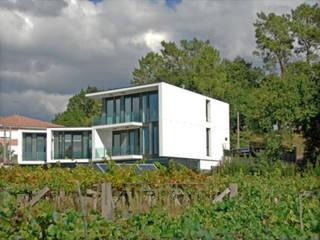Boiro Exterior: Casas prefabricadas de estilo  de Proyectopia