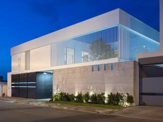Modern home by IAARQ (Ibarra Aragón Arquitectura SC) Modern