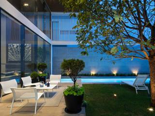 Modern style gardens by IAARQ (Ibarra Aragón Arquitectura SC) Modern