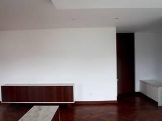 モダンデザインの リビング の GRAU.ZERO Arquitectura モダン