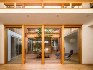 中一の沢・光庭のある家: 中山大輔建築設計事務所/Nakayama Architectsが手掛けた木製サッシです。