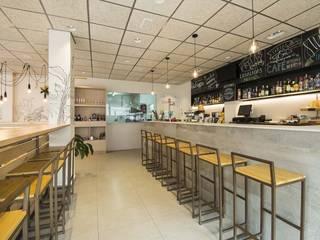 Proyecto Bar-Cafetería Bares y clubs de estilo moderno de Luxiform Iluminación Moderno