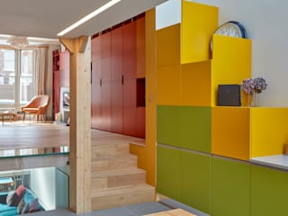 Kitty's Coloured House: Soggiorno in stile in stile Moderno di Draisci Studio