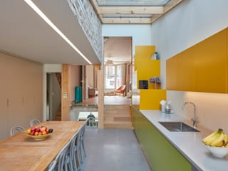 Kitty's Coloured House: Cucina in stile in stile Moderno di Draisci Studio